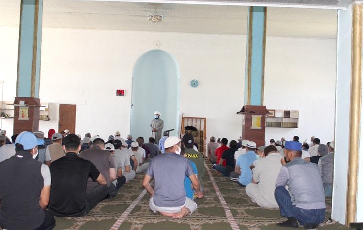 Талас шаарынын борбордук мечитинде бардык талаптарды сактоо менен жума намазы окулду