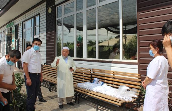 Ош шаарында дарыгерлерге медициналык каражаттар тапшырылды