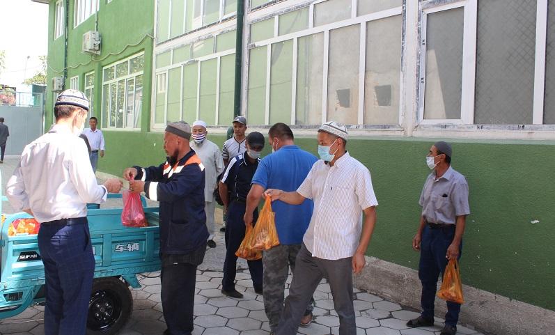 Ош шаарынын казысы Убайдулла ажы Сарыбаев түлөөдө кайрымдуулук иштерин көбүрөөк жасоого чакырды
