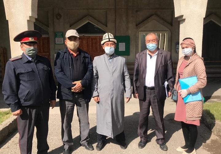 Лейлек районунун имамдарына санитардык эрежелерди так сактоо зарылдыгы эскертилди