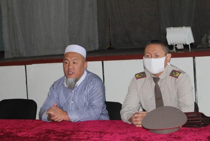 Ош шаарынын мусулмандар казысы Убайдулла ажы Сарыбаев жоокерлерге «Суициддин алдын алуу» деген темада баяндамасын жасады