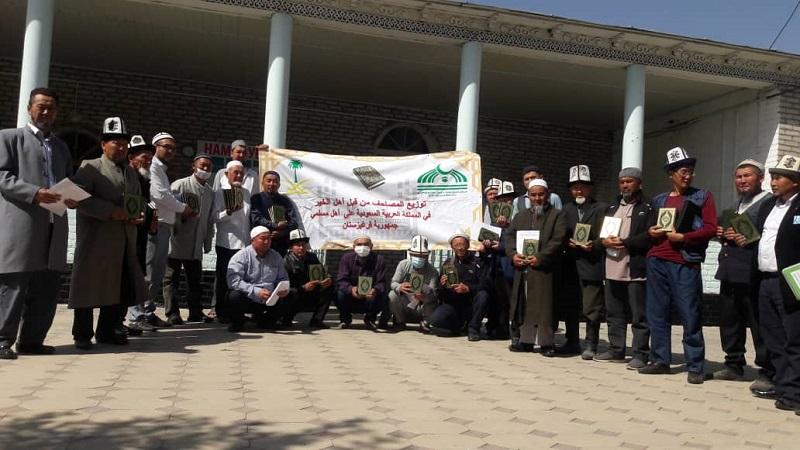 Кара-Кулжа районунун имамдарына Муфтият тарабынан келген 488 даана Ыйык Куран китеби тапшырылды