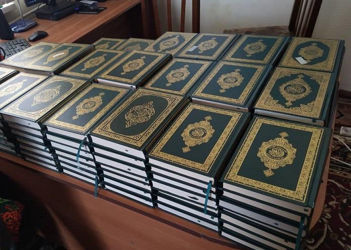 Ат-Башыда Муфтият тарабынан келген 200 даана Куран китептери мечиттерге таратылып берилди