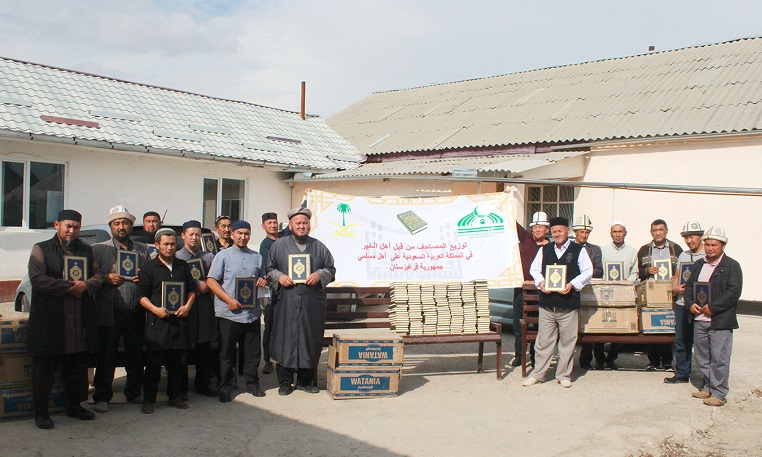 Талас облусуна Муфтият тарабынан 1500 ыйык Куран китеби  берилди