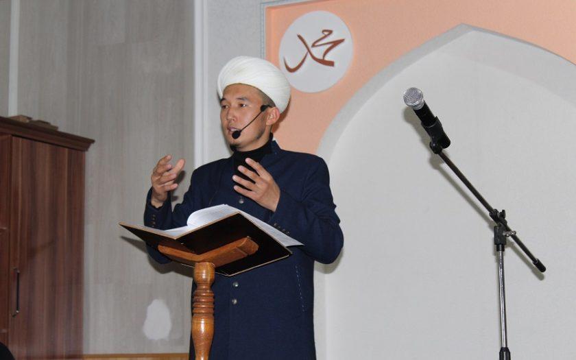 Ош облусунун мусулмандар казысынын орун басары Нурбек кары Орунбаев дин кызматкерлерине саясий иш-чараларга катышпоону эскертти