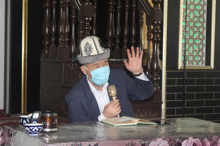 Ош облусунун казысы Самидин кары Атабаев Кара-Суу районунун имамдарына шайлоо иштерине аралашпоо боюнча эскертүү берди