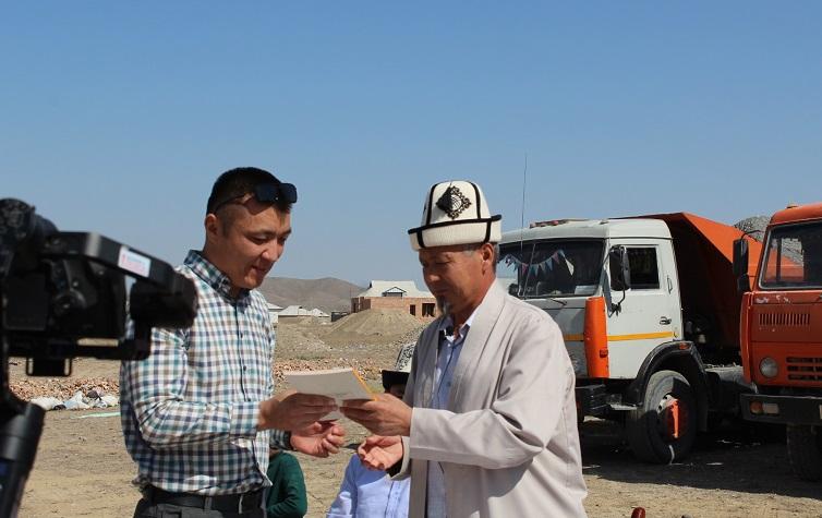 Баткен шаарында жардамга муктаж 8 үй-бүлөгө ылайыкташкан турак жайдын пайдубалы түптөлүүдө