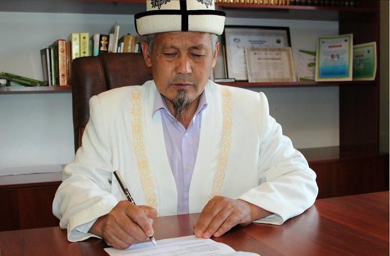 Баткен облусунун казысы имамдарга COVID-19 эпидемиясын алдын алуу чараларын күчөтүү тапшырмасын берди