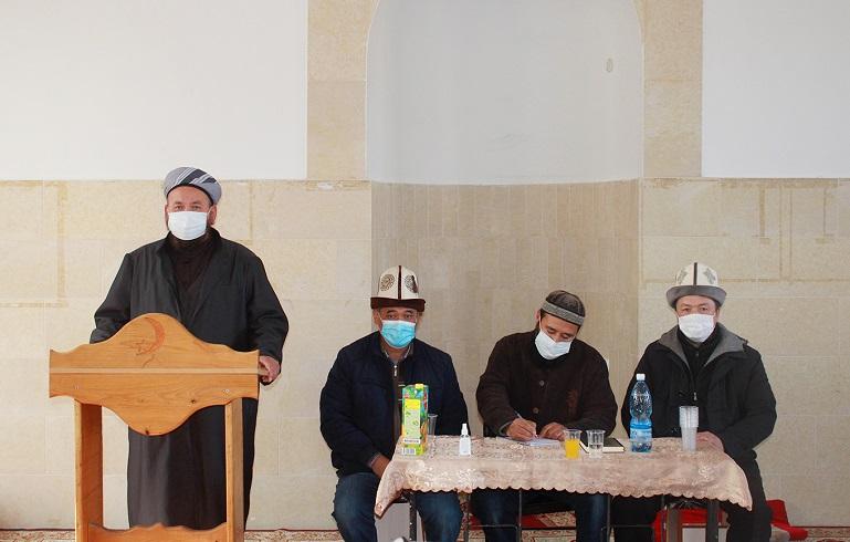 Талас облусунун казысы Таалайбек ажы Бапиев мечиттерде санитардык эрежелерди катуу көзөмөлгө алуу боюнча тапшырмаларды берди
