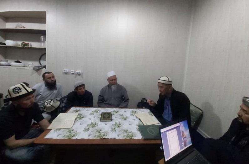Бишкектин Борбордук мечитинин кызматкерлери диний билимин жогорулатуу максатында атайын окуудан өтүшүүдө