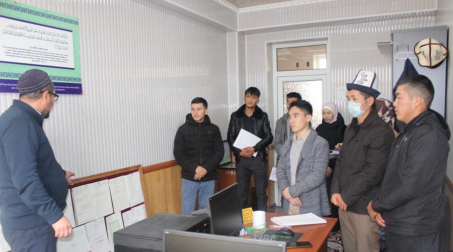 ОшМУнун теология факультетинин жана теология колледжинин студенттери Ош облусунун мусулмандар казыятына практикага келишти
