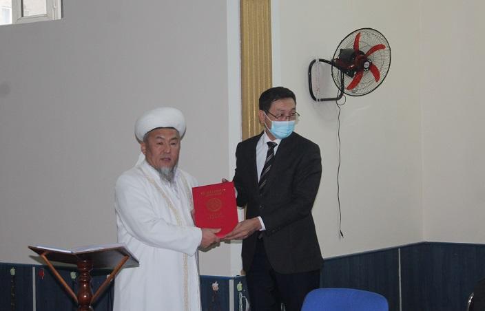 Ош шаарынын казысы Убайдулла ажы Сарыбаев мэриянын «Ардак грамотасы» менен сыйланды