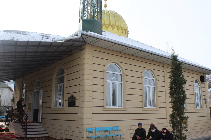 Азирети Муфтий Максатбек ажы Токтомушев Өзгөн районунда курулган жаңы «Ислам Нуру» мечитинин ачылыш аземине катышты