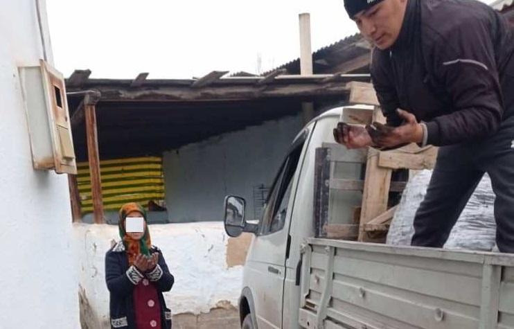 Кызыл-Кыя шаардык хатибияты аз камсыз болгон 100 үй-бүлөгө көмүр таратты