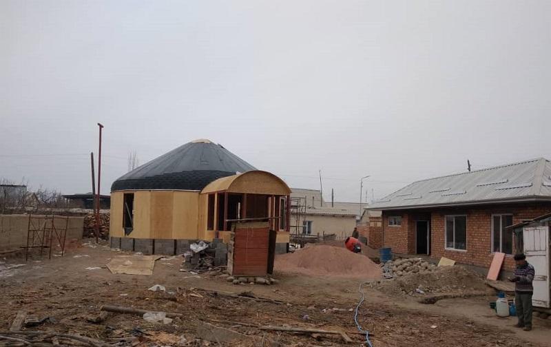 Тоң районунун борбору Бөкөнбаев айылында улуттук колоритте  жаңы мечит салынып жатат