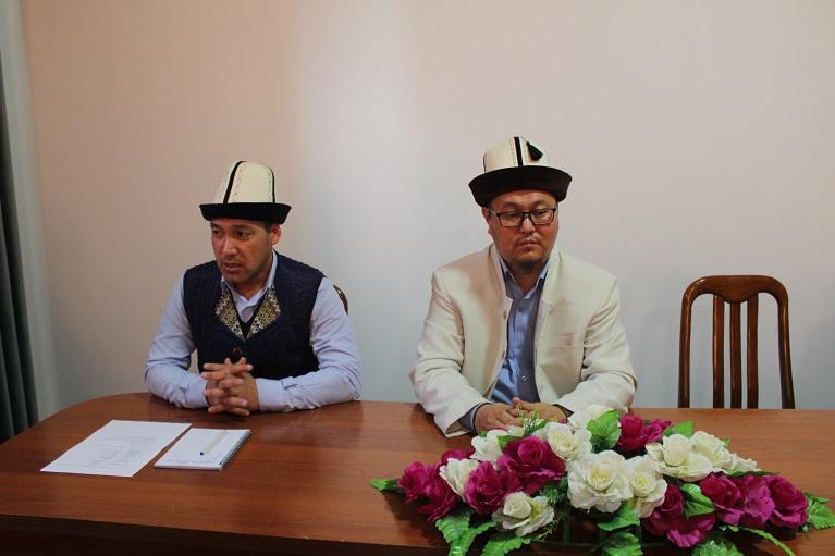 Жалал-Абад облусунун мусулмандар казысы Абдулазиз кары Закиров казынын орун басары Давран ажы Жунусалиевдин апасынын көзү өткөндүгүнө байланыштуу көңүл айтты