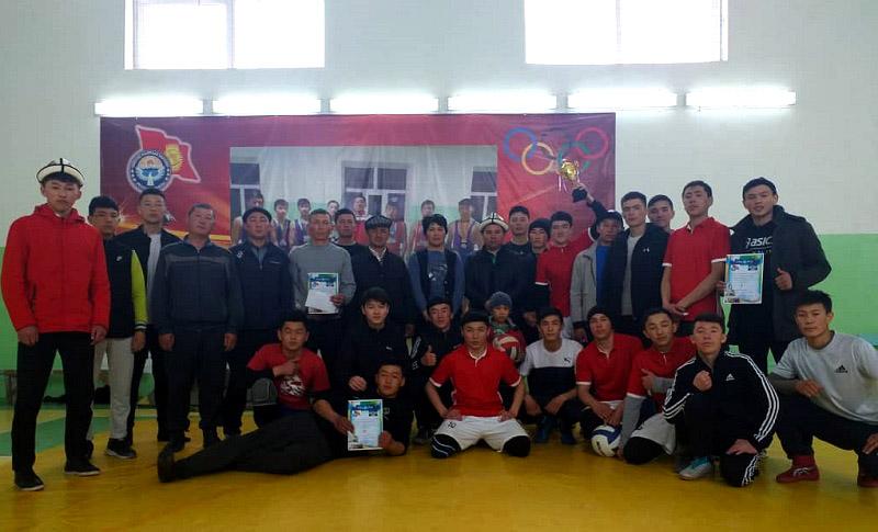Нарында мектеп окуучулары менен медресе студенттеринин катышуусунда волейбол оюну боюнча турнир өттү