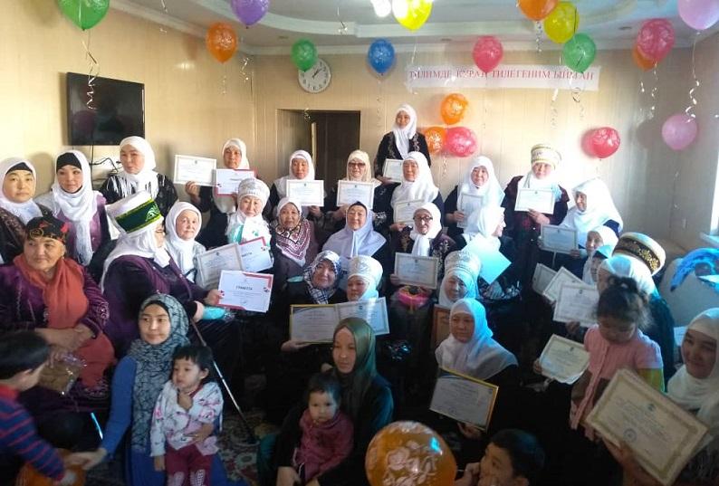 Кочкор районунда Куран курсун окугандарга сертификаттар, ал эми мугалимдерге сыйлыктар берилди