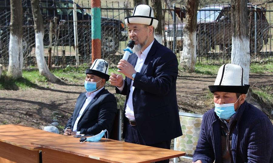 Ош облусунун мусулмандар казысы иш сапары менен  Кара-Кулжа районуна барып, жергиликтүү тургундарга илим алуу, кошунанын акысы боюнча баяндама жасады