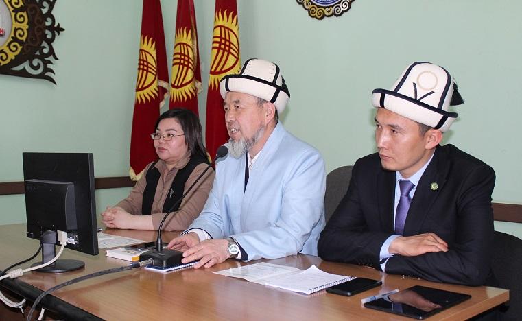 Ош облусунун казысы Самидин кары Атабаев Кыргыз-Өзбек университети уюштурган тегерек столго катышты