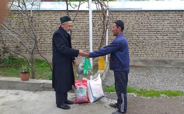 Кара-Суу районунда Рамазан айына карата 40 үй-бүлөгө 102700 сомдук жардам көрсөтүлдү