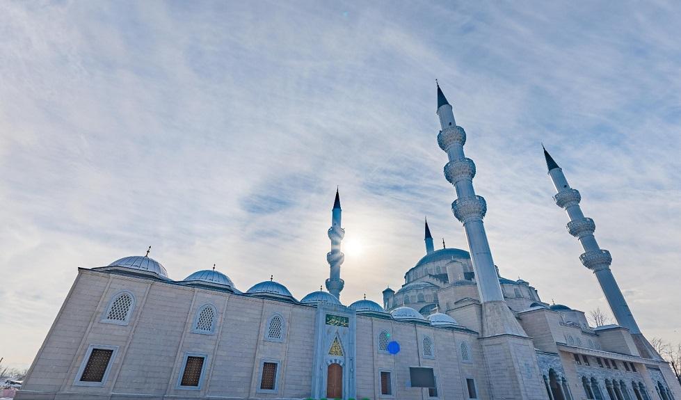 Айт намазы Бишкектеги жана өлкө аймагындагы бардык мечиттерде окулат. Санитардык талаптарды бекем сактайлы!  Айт намазынын программасы