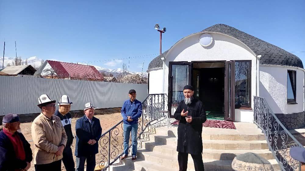 Тоң районунун Бөкөнбаев айылында боз үй үлгүсүндөгү жаңы мечит курулду