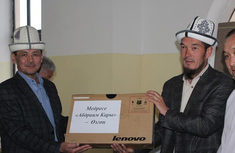 «АВЕП» фонду тарабынан диний окуу жайларга компьютерлер тапшырылды
