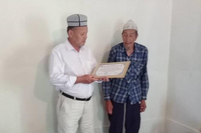 Сөгөт айылынын имамы Бакыт Мырзабаевге ыраазычылык кат тапшырылды