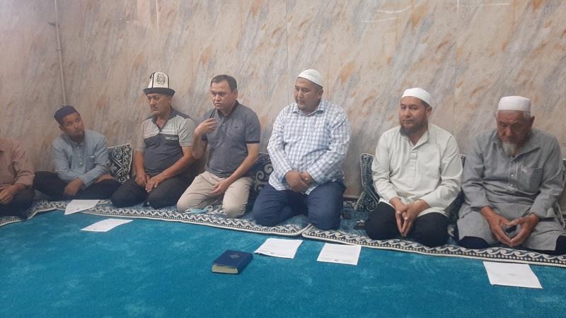 Араван районунда айт намазы окулуучу мечит имамдарына жыйын болуп, санитардык нормаларды сактоо маселеси каралды