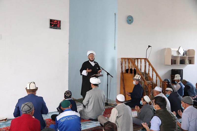 Талас шаарынын борбордук мечитинде айт намазы окулду