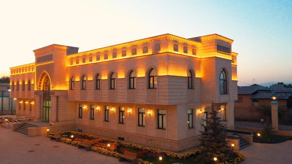 «Апиза эне» атындагы Ислам институту 2021-2022- окуу жылына карата абитуриенттерди кабыл алууну жарыялайт