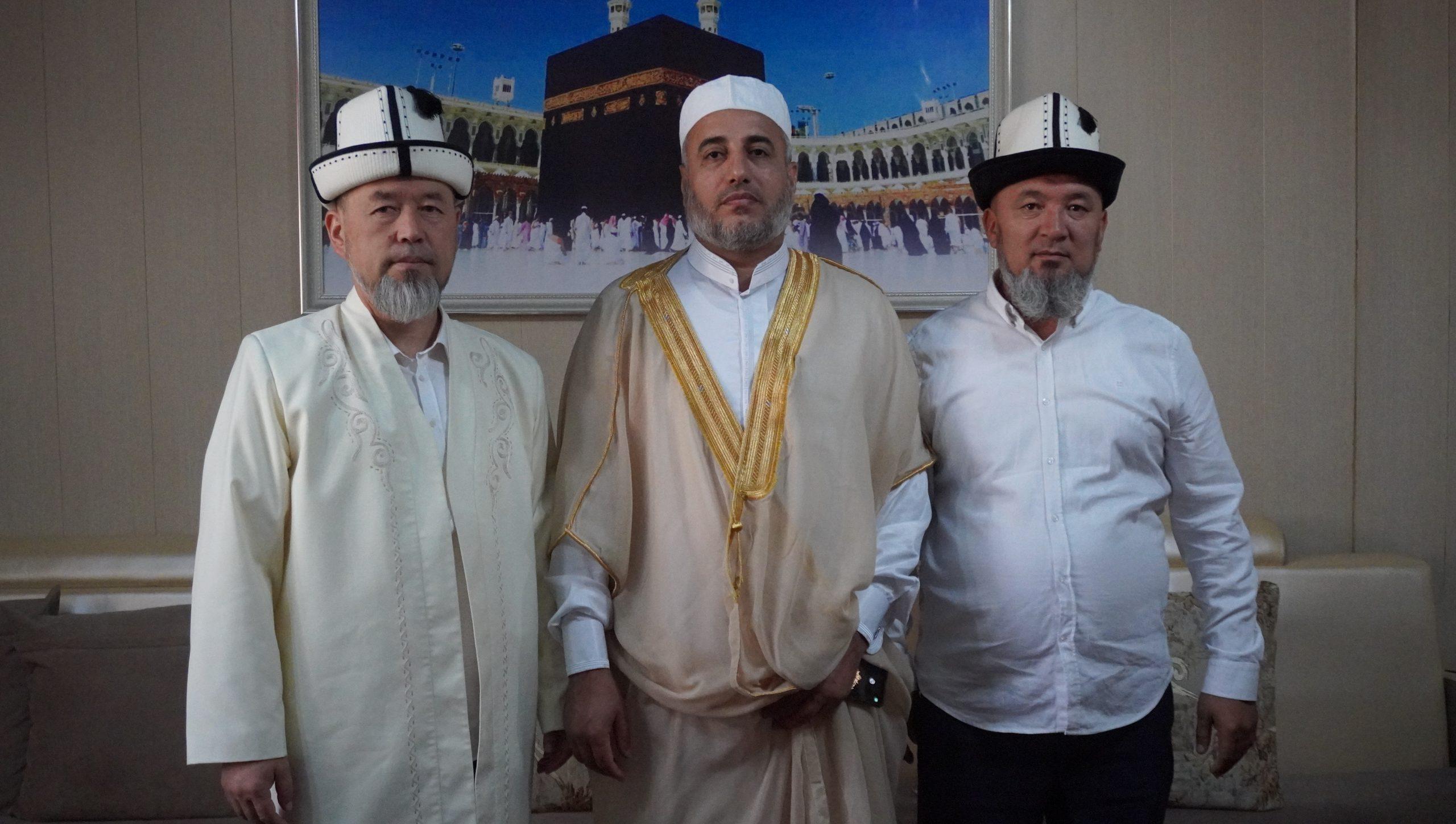 Бишкек шаарынын Борбордук мечитте Иордания мамлекетинен келген Доктор Салах Абул Хааж «Ханафи мазхабы» боюнча сабак өттү