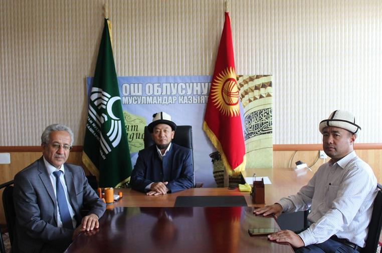 Ош облусунун казысы Сайдамир ажы Жейналиев теология факультетинин окутуучулары менен жолукту
