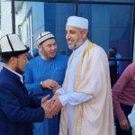 Доктор Солах «Имам аль-Бухарий» ислам институнун студенттери менен жолукту