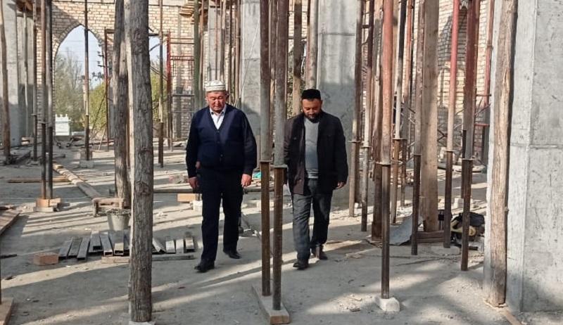 Жалал-Абад облусунун  казысы Нематулла ажы Жээнбеков «Азирети Аюб» жума мечитинин курулушу менен жеринде таанышты