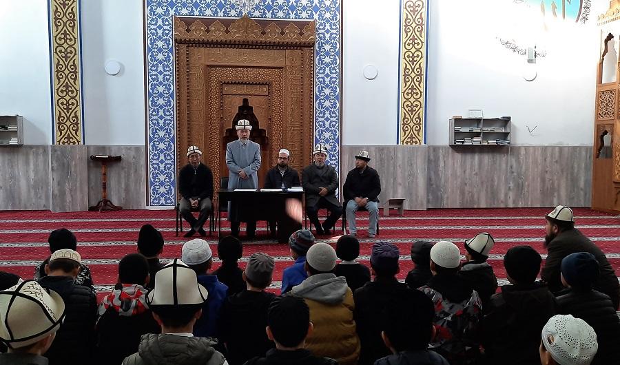 Бишкекте балдар арасында 2 пара  Куранды жаттагандар арасында сынак өтүп, 45 талапкердин арасынан 20 катышуучу сап башына чыгышты