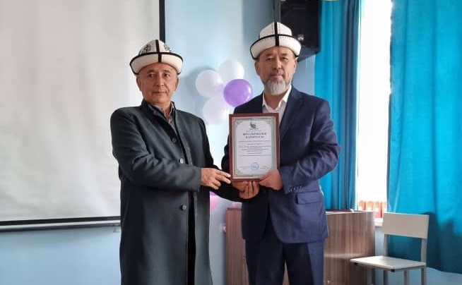Бишкек шаарынын казысы Самидин кары Атабаев Кыргызстан Ислам университетине барып, окутуучуларды куттуктады